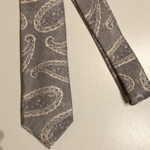 Ben Sherman paisley tie. Gift grey and white